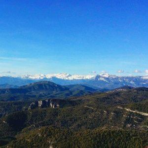 Vistas de los Pirineos  des de Ermita de San Martín.  #pirineos #aragon #mirAragon  Foto gracias a @elizabethmorales_26