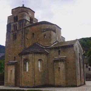 Santa Maria en Santa Cruz de la Serós, en la Jacetania, Huesca.  #artroman #arterománico #románico #MirAragon  Foto gracias a @eltremedal