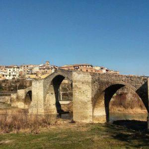 Puente románico sobre el río Isábena en Capella, Ribagorza.  #ribagorza #aragon #MirAragon  Foto gracias a @santiagotorrestorradeflot