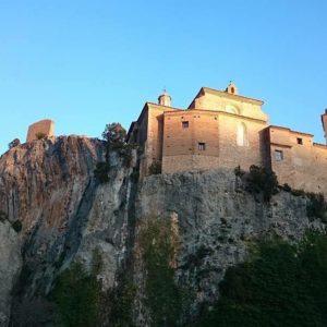 Colegiata de Alquezar.... #Aragon #alquezar #MirAragon  Foto gracias a @kikopuyu #montaña #autumn #nature #viajar #casabiescas #pirineos #pyrenees #vacaciones #desconectar