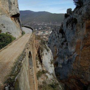 La Foz de Escalete se localiza en la provincia de Huesca  #huesca #fozdeescalete #miraragon #camino #piedras #turismo #senderismo #casabiescas #viajar #puravida #nature #montaña  Foto gracias a @blanchakawhitey