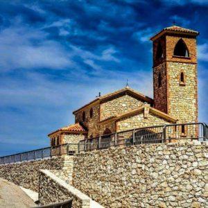 La ermita de la Virgen del Pilar de Fayón, está situada sobre una colina que domina el Ebro y el Matarraña, a 271 metros sobre el nivel del mar.  #terraalta #matarranya #terol #aragon #miraragon  Foto gracias a @rosaforta65