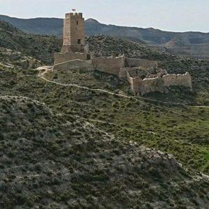 Del castillo de Cadrete se tienen referencias desde el 935 cuando Abderramán III lo usó en el asedio a los rebeldes de Zaragoza.  #cadrete #miraragon #castillosdeespaña  Foto gracias a @sestrales
