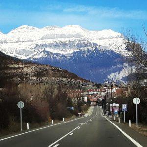 Hecho  #porlasrutasdearagon #aragon #espan?a #miraragon #rinconesdelpirineo #casabiescas #puravida #turismoaragon #turismospain #viajar #nature #pirineos #pyrenees  Foto gracias a @mig_rante__camino