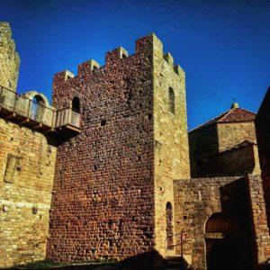 Patio de armas... #castillo #medieval #huesca #aragón #miraragon  Foto gracias a @jorge_mordel