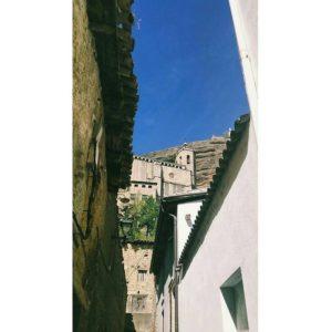 Graus es una localidad y municipio español de la Ribagorza  #huesca #graus #turismo #casabiescas #MirAragon #desconectar #descubrir #puravida  Foto gracias a @la.chica_de.ayer