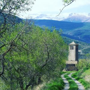 Camino de la eternidad, en Lárrede  #Larrede #AltoGállego #Huesca #montaña #MirAragon #pirineos #nieve #torre #iglesia #casabiescas #montagne #montaña #nature #naturaleza #pyrenees  Foto gracias a @larragasergio