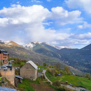 Gistaín - Bal de Chistau - Huesca  #gistaín #gistain #baldechistau #parquenatural #airelibre #paisaje #naturalezaviva #huesca #MirAragon #casabiescas #pirineos #pyrenees #montagne #montaña #descubrir #desconectar  Foto gracias a @v.maza.gomez