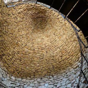 Nevera Culroya, SXVIII, Fuendetodos. Impresionante nevera, su bóveda tiene 6 m de altura y de diámetro. Por debajo de ella hay 6 metros mas de profundidad.  #nevera #culroya #bóveda #fuendetodos #miraragon  Foto gracias @sestrales