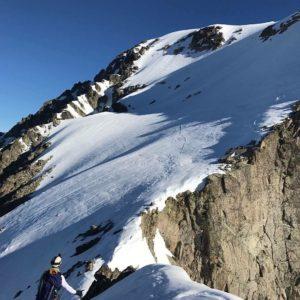 Lo importante no es la foto, sino estar ahí arriba haciendo la foto.  #balaitus #pyrenees #valledetena #miraragon #mountains #pirineos #casabiescas #alpinism  Foto gracias a @srstenman #repost