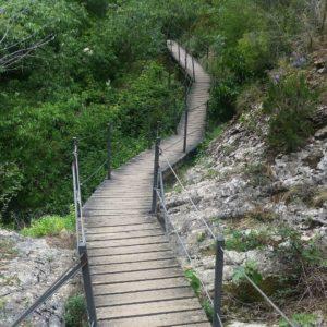 #Ruta de las #pasarelas. #Alquezar. Nunca defrauda.  #somontano #miraragon #senderismo #trekking #walking #turismoaragon  Foto gracias a @guiasbuenaventura #repost