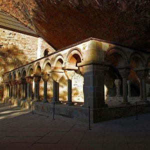 Monasterio de San Juan de la Peña, #Huesca #Pirineos #MirAragon #turismo #viajar #casabiescas #viajes #vacaciones #history  Foto gracias a @azamora7887 #repost