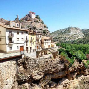 Molinos pueblos de Aragon.  #teruel #aragon #molinos  #pueblo #piedra #miraragon #alojamientosalcañiz #casabiescas  Foto gracias a @bichob #repost