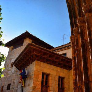 """#repost @claradomingo: """"Molinos, en la Comarca del Maestrazgo: ayuntamiento y puerta de la iglesia de estilo gótico . #sinfiltro #nofilter . #molinos #teruel #aragón #españa #spain  #maestrazgo  #miraragon  #pueblo #ayuntamiento  #travel #viaje  #architecture  #visitspain #nikon #alojamientosalcañiz"""