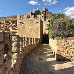 Albarracín, uno de los pueblos más bonitos y fotogénicos de España.  #aragon #españa #spain #teruel #albarracin #ig_aragon #ok_aragon #estaes_aragon  #be_one_spain #mirinconfavorito #espacio_spain #ig_spain #ok_spain  #loves_spain #miraragon #total_spain #vip_world_photo #ig_architecture #spain_greatshots #total_monuments #ig_monumentalworld #desconectar #descubrir #viajar #history #historia #nature  Coyote gracias a @franinxs #repost