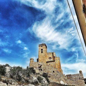 Castell de #Benavarri . . . . #benavarre #aragon #naturaleza_aragon #castillo #castell #igershuesca #igersvalledetena #visualsoflife  #capture #igersformigal #igersordesa #igersguara #piedra #casabiescas #miraragon #nature #descubrir  Foto gracias a  @alex_ronco #repost