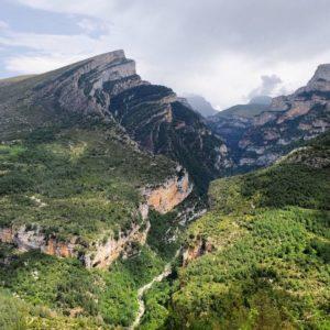 La beauté du canion d'Anisclo *  #latergram #españa #espagne #aragon #anisclo #mountains #nature #explore #wander #liveauthentic #livefolk #fujifilm #igersordesa #miraragon #casabiescas #igersguara #igerspain  Foto gracias a  @paule_henriette #repost