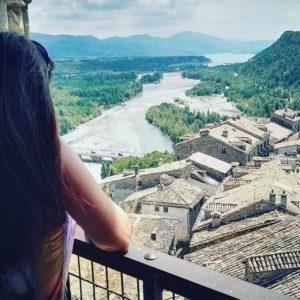 Lugares que enamoran. #pueblosconencanto #pueblosdeespaña #aragon #loves_aragon #aragon #estaes_aragon #spain #españa #estaes_españa #ainsa #sobrarbe #huesca #pirineo #casabiescas #miraragon #instaordesa #igersvalledetena #igersordesa #igersformigal #igersguara #rinconesdelpirineo #vistas #descubrir #desconectar  Foto gracias a  @josemaur #repost