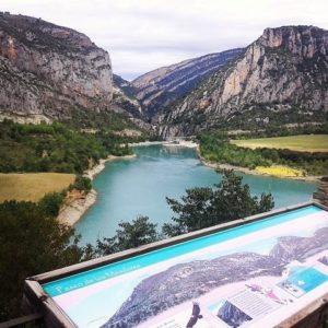 En Ligüarre de  Cinca .. donde se juntan dos mundos ... #aragon #miraragon #magia #instaordesa #huesca #pirineos #samitier #ligüarre #ligüarredecinca #viureenunnuvol #viure #embalse #agua #laribagorza #igersguara #rinconesdelpirineo #pyrenees #igersvalledetena #igersformigal #igersordesa #nature #viajar #descubrir  Foto gracias a  @jaume_ors #repost