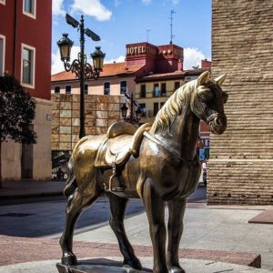 Repost @caballitolonja: #caballo #caballito #zaragoza #aragon #spain #españa #zaragozadestino #zaragozaturismo #zaragozapaseando #paseandozaragoza #miraragon #horse #lonja #zgz #cheval #caballitolonja #instazgz #caballitobronce #caballitodebronce #caballitolalonja #caballitodelalonja #esculturaurbana #turismo #turismospain #saragossa