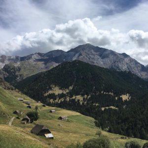 El refugio de Viadós (1.760 m) es un refugio privado. El refugio se ubica en la cabecera del valle de Chistau, en el paraje conocido como Granjas de Biadós..... Gracias @luisvi71  por tu preciosa foto y etiquetarnos , os invitamos a visitar su galería. · · Síguenos y etiqueta tus fotos con el hashtag @miraragon . . . · ?? Valle de Chistau (Pirineos)  #rinconesdelpirineo  #instaordesa  #casabiescas  #valledetena  #pyrenees  #lovemountains #pirineos  #pirineoaragones  #naturaleza  #nature  #igersordesa  #miraragon  #igersguara  #igersformigal  #igersvalledetena  #desconectar #refugiodeviados #vallechistau #baldechistau #bordasdeviados #bordas #pirineos #aragon #miraragon #aragonizate #naturaleza_spain #vacaciones #trekking #travel #traveldiscoverearth #instatravel  #outdoorpicstars