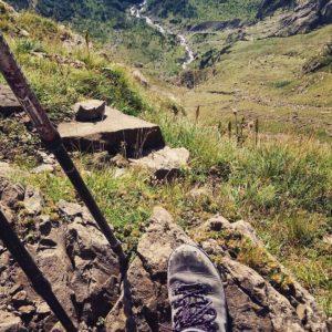 Cuando llegas al Pirineo descubres. El mundo a mis pies. ?? Gracias @gabi_dz  por tu preciosa foto y por etiquetarnos, os invitamos a visitar su galería. . . · ?? Síguenos y etiqueta tus fotos con el hashtag @miraragon . . . · ?? Balcón de Pineta (Pirineo)  #rinconesdelpirineo  #instaordesa  #pirineos #valledetena  #pyrenees  #lovemountains #pirineoaragones  #naturaleza  #nature  #casabiescas #igersordesa  #miraragon  #igersformigal  #igersvalledetena  #igersguara #desconectar #aragon  #viajar #pineta #love_aragon #ordesa #montañas #spain #france