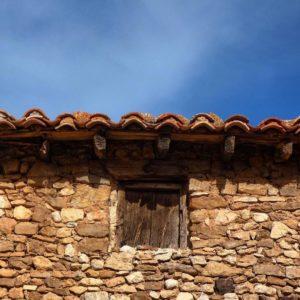 Pueblo de la provincia de Teruel situado en la comarca del Maestrazgo, famoso por su buen queso. ?? Gracias @bichob por tu preciosa fotos y por etiquetarnos, os invitamos a visitar su galería. · · ?? Síguenos y etiqueta tus fotos con el hashtag @miraragon . . . · ?? Tronchon, Aragon  #rinconesdelpirineo  #instaordesa  #casabiescas  #valledetena  #pyrenees  #lovemountains #pirineos  #pirineoaragones  #naturaleza  #nature  #igersordesa  #miraragon  #igersguara  #igersformigal  #igersvalledetena  #desconectar  #aragon #total_spain #teruel #tronchon  #total_rural  #loves_aragon #spain #pueblo #rustic #piedra #estaes_aragon  #spain_gallery  #loves_spain #estaes_aragon #ok_spain