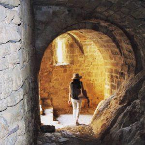 Explorando las entrañas de la fortaleza románica mejor conservada de Europa (Castillo de Loarre)?? - - ?? Gracias a @lauren_greinsburg  por tu preciosa foto y por etiquetarnos, os invitamos a visitar su galería. . . · - - ?? Síguenos y etiqueta tus fotos con el hashtag . . . ·@MirAragon - - ?? Castillo de Loarre, (Huesca)  #rinconesdelpirineo  #instaordesa  #pirineos #valledetena  #pyrenees  #lovemountains #pirineoaragones  #montaña #naturaleza  #nature  #aventure #casabiescas #igersordesa  #miraragon  #igersformigal  #igersvalledetena  #igersguara #instamoment  #instagramers  #romanic  #medieval_world  #castillosdeespaña  #castle  #enjoythelittlethingsinlife  #sitiosimperdibles  #patrimonioarquitectonico  #aragon_total  #ok_photo  #medioevo  #torreones