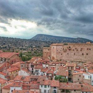 Mora de Rubielos desde la muralla - - ?? Gracias a @agonfra tu preciosa foto y por etiquetarnos, os invitamos a visitar su galería. . . · - - ?? Síguenos y etiqueta tus fotos con el hashtag . . . ·@MirAragon - - ?? Mora de Rubielos, (Teruel)  #rinconesdelpirineo  #instaordesa  #pirineos #valledetena  #pyrenees  #lovemountains #pirineoaragones  #montañas #naturaleza  #nature  #aventure #casabiescas #igersordesa  #miraragon  #igersformigal  #igersvalledetena  #igersguara  #castillo #iglesia #pueblomedieval #moraderubielos #teruel  #estaes_teruel #aragon  #estaes_aragon #total_aragon_  #loves_aragon #estaes_espania