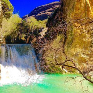 Descubrir los rincones mágicos de la comarca Somontano de Barbastro. ?? Gracias @sonencka por tu preciosa foto y por etiquetarnos os invitamos a visitar su galería. · · ?? Síguenos y etiqueta tus fotos con el hashtag @MirAragon . . . · ??Alqúezar, (Huesca)  #rinconesdelpirineo  #instaordesa  #casabiescas  #valledetena  #pyrenees  #lovemountains #pirineos  #pirineoaragones  #montañas #naturaleza  #nature  #igersordesa  #miraragon  #igersguara  #igersformigal  #igersvalledetena  #alquezar #mountain #somontano #viajar #bluesky #sunnyday #travelmemories #beauty #naturelovers #aragon