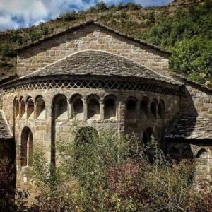 Monasterio de Santa María de Obarra ? ? ? ?? Gracias @charotaborda por tu preciosa foto y por etiquetarnos os invitamos a visitar su galería. ? ? ? ?? Síguenos y etiqueta tus fotos con el hashtag @MirAragon . . . · ? ? ? ?? Obarra, (Huesca) ? ? ? #rinconesdelpirineo  #instaordesa  #valledetena  #pyrenees  #lovemountains #pirineos  #pirineoaragones  #casabiescas #montañas #naturaleza  #nature  #igersordesa  #miraragon  #igersguara  #igersformigal  #igersvalledetena  #monasterio #romanico #obarra #ribagorza #huesca #aragon #españa  #tesorosdearagon  #sitiosdearagon #sitiosconencanto #paisajesdearagon  #monumentalspain #patrimonio #ig_monumentalworld