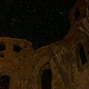 El cielo en el pueblo viejo de Belchite. ? ? ? ??  Gracias @agonfra por tu preciosa foto y por etiquetarnos os invitamos a visitar su galería. ? ? ? ??  Síguenos y etiqueta tus fotos con el hashtag @MirAragon . . . · ? ? ? ??  Belchite (Zaragoza) ? ? ? #belchite #pueblo #arquitectura #casabiescas #cielo #ruinas #huesca #teruel #zaragoza #aragon #españa #tesorosdearagon  #sitiosdearagon #sitiosconencanto #paisajesdearagon #viajar