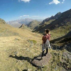 Desde arriba puedes ver mejor 2.545 m. ? ? ? ?? Gracias @martella_tusiebylo por tu preciosa foto y por #repost os invitamos a visitar su galería. ? ? ? ?? Síguenos y etiqueta tus fotos con el hashtag @MirAragon . . . · ? ? ? ?? Ibones de Anayet , (Huesca) ? ? ? #ibonesdeanayet #anayet  #Huesca #rinconesdelpirineo  #instaordesa  #valledetena  #pyrenees  #lovemountains #pirineos  #pirineoaragones  #casabiescas #montañas #naturaleza  #nature  #igersordesa  #miraragon  #igersguara  #igersformigal  #igersvalledetena  #mountains #autumn #october #aragon #otoño #trekking #hiking #senderismo  #aragón