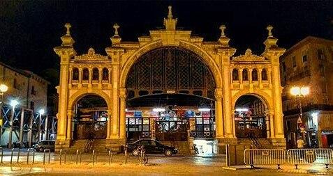 Mercado Central ? ? ? ?? Gracias @srtrebolphoto por su preciosa foto y por etiquetarnos.  Os invitamos a visitar su galería. ? ? ? ?? Síguenos y etiqueta tus fotos con el hashtag @MirAragon . . . · ? ? ? ?? Zaragoza ? ? ? #Zaragoza #mercado  #mercadocentral #aragón  #zgz #aragon  #casabiescas #igersordesa  #miraragon  #architecture #arquitectura  #viaje #travel #trip #street #calle #vintage  #market #history #loves_aragon #tesorosdearagon #visitspain #facade #fachada #photography #fotografia #españa #spain #zaragoceamos