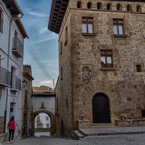 La Iglesuela del Cid. ? ? ? ?? Gracias @agonfra as por tu preciosa foto y por la mención os invitamos a visitar su galería. ? ? ? ?? Síguenos y etiqueta tus fotos con el hashtag @MirAragon . . . · ? ? ? ?? La Iglesuela del Cid. (Teruel ) ? ? ? #rinconesdelpirineo  #instaordesa  #valledetena  #pyrenees  #lovemountains #pirineos  #pirineoaragones  #casabiescas #montañas #naturaleza  #nature  #miraragon  #autumn  #arquitecturamedieval #laiglesueladelcid #teruel #teruelexiste #estaes_teruel #aragon #viajar #loves_teruel #loves_aragon ##estaes_aragon #total_medieval #estaes_de_todo #be_one_spain #ok_spain