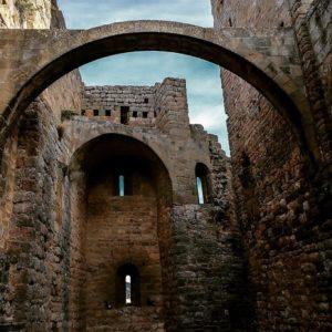 Castillo de Loarre, Huesca. . ? ? ? ?? Gracias @jcbernardos as por tu preciosa foto y por la mención os invitamos a visitar su galería. . ? ? ? ?? Síguenos y etiqueta tus fotos con el hashtag @MirAragon . . . · ? ? ? ??, (Huesca) ? ? ? #rinconesdelpirineo  #instaordesa  #valledetena  #pyrenees  #lovemountains #pirineos  #pirineoaragones  #casabiescas #montañas #naturaleza  #nature  #igersordesa  #miraragon  #igersguara  #igersformigal  #igersvalledetena  #autumn  #castillo #loarre #huesca #aragon #romanico #romanic #medieval #españa #turismo #spain #beautifulplace #instagood