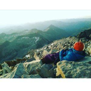 Mil y una formas de soñar despierto. ? ? ?? Gracias @srstenman por tu preciosa foto y por etiquetarnos. Os invitamos a visitar su galería. ? ? ?? Síguenos y etiqueta tus fotos con el hashtag @MirAragon . . . · ? ? ? ?? Benasque (Huesca) ? ? ? #Benasque #aneto #Huesca  #rinconesdelpirineo  #instaordesa  #valledetena  #pyrenees  #lovemountains #pirineos  #pirineoaragones  #casabiescas #montañas #naturaleza  #nature  #igersordesa  #miraragon  #igersguara  #igersformigal  #igersvalledetena  #autumn #colors #loves_pyrenees #tree_magic  #nature_brilliance #asi_es_natura #hiking #hike #trekking #senderismo