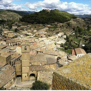 Las preciosas localidades de las Cinco Villas ? ? ? ? ?? Gracias @fabiola_gimeno por tu preciosa foto y por este #repost Os invitamos a visitar su galería. ? ? ? ?? Síguenos y etiqueta tus fotos con el hashtag @MirAragon . . . · . ? ? ? ?? Uncastillo (Zaragoza) ? ? ? #uncastillo #cincovillas #Zaragoza  #zgz  #casabiescas #montañas #mountains #naturaleza  #nature  #miraragon  #town #village #pueblo #landscape #travel #traveling  #naturelovers #architecture #adventure #viaje #trip #hiking #outdoors #view #nubes #zaragozaturismo #spain  #unbuendiaenzaragoza #aragon