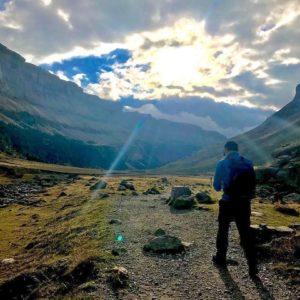 Lo mejor de la vida es cuando encontramos personas que saben hacer de pequeños instantes, grandes momentos. ? ? ? ? ? ?? Gracias @carmenchurt por tu preciosa foto y por etiquetarnos os invitamos a visitar su galería. . ? ? ? ?? Síguenos y etiqueta tus fotos con el hashtag @MirAragon . . . · . ? ? ? ?? Pirineos (Huesca) ? ? ?  #instaordesa  #valledetena  #pyrenees  #mountains #pirineos  #pirineoaragones  #casabiescas #montañas #naturaleza  #miraragon  #igersformigal  #igersvalledetena  #paisaje  #amantesdelanaturaleza  #travel  #viajar  #aventuras  #Aragón  #alairelibre  #deviaje  #arquitectura #nieve  #naturephotography  #outdoorphotography  #landscape  #ordesaymonteperdido  #ordesa  #instagram  #trekking  #naturaleza_aragon