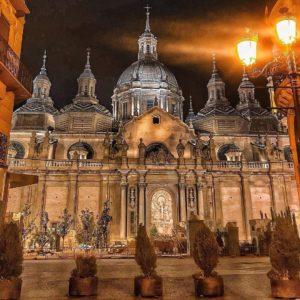 Visitar de noche siempre tiene su magia... . ? ? ? ?? Gracias @lolycano por tu preciosa foto y por etiquetarnos os invitamos a visitar su galería. . ? ? ? ?? Síguenos y etiqueta tus fotos con el hashtag @MirAragon . . . · . ? ? ? ?? Zaragoza, (Aragón) ? ? ? #rinconesdelpirineo  #instaordesa  #valledetena  #pyrenees  #mountains #pirineos  #pirineoaragones  #casabiescas #montañas #naturaleza  #igersordesa  #miraragon  #igersformigal  #igersvalledetena  #igersguara #paisaje  #amantesdelanaturaleza  #travel  #viajar  #aventuras  #cielo  #alairelibre  #deviaje  #elpilar  #plazadelpilar  #zaragoza  #zgz  #aragon  #fotografia