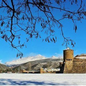 Diciembre nos recibe adornando la Ciudadela de Jaca ? ? ?? Gracias @maculili por tus preciosas fotos y por etiquetarnos. Os invitamos a visitar su galería. ? ? ? ?? Síguenos y etiqueta tus fotos con el hashtag @MirAragon . . . · ? ? ? ?? Jaca, (Huesca) ? ? ? #Huesca  #Pirineos  #Jaca  #rinconesdelpirineo  #instaordesa  #valledetena  #pyrenees  #mountains #pirineoaragones  #casabiescas #montañas #naturaleza  #nature  #igersordesa  #miraragon  #igersformigal  #igersvalledetena  #paisaje #amantesdelanaturaleza #travel #viajar #hiking #architecture  #Aragón #España #snow #nieve #winter #medieval  #h????uescapirineos