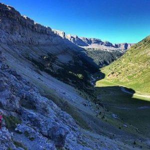 Cuando el río guía nuestro caminar ? ? ? ?? Gracias @adripunto por tus preciosas fotos y por este #repost. Os invitamos a visitar su galería. ? ? ? ?? Síguenos y etiqueta tus fotos con el hashtag @MirAragon . . . · ? ? ? ??Parque Nacional de Ordesa y Monte Perdido, (Huesca) ? ? ? #Aragón  #rinconesdelpirineo  #instaordesa #valledetena  #pyrenees  #mountains #pirineos  #pirineoaragones  #casabiescas #montañas #naturaleza  #nature  #igersordesa  #miraragon  #ordesa #monteperdido #hike #paisaje #trekking #travel #viajar #hiking #aventuras #España #snow #nieve #winter #Huesca #huescapirineos