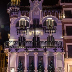 Casa Tejidos el Torico. El modernismo ilumina la plaza del Torico. ? ? ? ?? Gracias @turoljones por tu preciosa foto por etiquetarnos.  Os invitamos a visitar su galería. ? ? ? ?? Síguenos y etiqueta tus fotos con el hashtag @MiAragon . . . · ? ? ? ?? Aragòn ? ? ? #rinconesdelpirineo  #instaordesa  #valledetena  #pyrenees  #mountains #pirineos  #pirineoaragones  #casabiescas #montañas #naturaleza  #igersordesa  #miraragon  #igersformigal  #igersvalledetena  #igersguara #paisaje  #amantesdelanaturaleza  #travel  #viajar  #aventuras  #alairelibre  #deviaje  #arquitectura #naturephotography  #naturaleza_spain  #outdoorphotography  #aragon  #teruel  #modernismo  #plazadeltorico