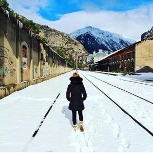 Preciosa estampa prenavideña de Canfranc ? ? ?? Gracias @maculili por tus preciosas fotos y por etiquetarnos. Os invitamos a visitar su galería. ? ? ? ?? Síguenos y etiqueta tus fotos con el hashtag @MirAragon . . . · ? ? ? ?? Canfranc, (Huesca) ? ? ? #canfranc #Aragón  #Huesca  #rinconesdelpirineo  #sky #senderismo  #pyrenees  #mountains #pirineos  #pirineoaragones  #casabiescas #montañas #naturaleza  #nature  #travel #miraragon  #ordesa #adventure #hike #paisaje #trekking #travel #viajar #hiking #trip #España #snow #nieve #winter #huescapirineos