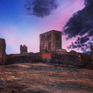 Castillo de Trasmoz, Zaragoza (Aragón). Tiempo de hechizos y aquelarres en el pueblo de las brujas ? ? ? ?? Gracias @carazru por tu preciosa foto por etiquetarnos.  Os invitamos a visitar su galería. ? ? ? ?? Síguenos y etiqueta tus fotos con el hashtag @MiAragon . . . · ? ? ? ?? Aragòn ? ? ? #rinconesdelpirineo  #instaordesa  #valledetena  #pyrenees  #mountains #pirineos  #pirineoaragones  #casabiescas #montañas #naturaleza  #igersordesa  #miraragon  #igersformigal  #igersvalledetena  #igersguara #paisaje  #amantesdelanaturaleza  #travel  #viajar  #aventuras  #alairelibre  #deviaje  #arquitectura #naturephotography  #naturaleza_spain  #outdoorphotography  #aragon  #modernismo #soñastearagon  #turismoaragon