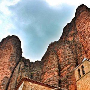 La imaginación es la única  arma en la guerra contra la realidad. ? ? ? ?? Gracias @2mrs por tu preciosa foto por etiquetarnos.  Os invitamos a visitar su galería. ? ? ? ?? Síguenos y etiqueta tus fotos con el hashtag @MiAragon . . . · ? ? ? ?? Aragòn ? ? ? #rinconesdelpirineo  #instaordesa  #valledetena  #pyrenees  #mountains #pirineos  #pirineoaragones  #casabiescas #montañas #naturaleza  #igersordesa  #miraragon  #igersformigal  #igersvalledetena  #igersguara #paisaje  #amantesdelanaturaleza  #travel  #viajar  #aventuras  #alairelibre  #deviaje  #arquitectura #naturephotography  #naturaleza_spain  #outdoorphotography  #aragon  #modernismo #turismoaragon #loves_aragon