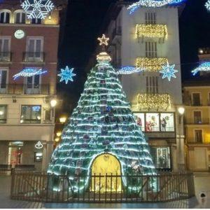 ?? ¡Feliz Navidad desde la Plaza del Torico! ?? ? ? ?? Gracias @monicamg.1982 por tu preciosa foto y por etiquetarnos. Os invitamos a visitar su galería. ? ? ? ?? Síguenos y etiqueta tus fotos con el hashtag @MirAragon . . . · ? ? ? ?? Teruel ? ? ? #teruel #torico #Aragón #aragon  #architecture #casabiescas #montañas #naturaleza  #nature  #miraragon  #autumn  #arquitecturamedieval #medieval #medievalarchitecture #christmastree #navidad #christmas #paisajesdearagon #hiking #nieve #love #tourism #travel #viaje #view #snow #España #spain #tourism #turismo