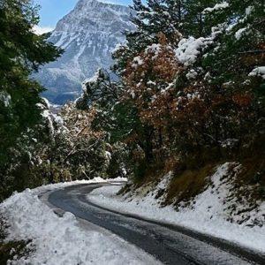 Peña Montañesa desde la carretera a Puértolas ? ? ?? Gracias @sestrales por tus preciosas fotos y por etiquetarnos. Os invitamos a visitar su galería. ? ? ? ?? Síguenos y etiqueta tus fotos con el hashtag @MirAragon . . . · ? ? ? ?? Comarca del Sobrarbe (Huesca) ? ? ? #sobrarbe #Aragón  #Huesca  #rinconesdelpirineo  #sky #senderismo  #pyrenees  #mountains #pirineos  #pirineoaragones  #casabiescas #montañas #naturaleza  #nature  #travel #miraragon  #ordesa #adventure #hike #paisaje #trekking #travel #viajar #hiking #trip #España #snow #nieve #winter #huescapirineos