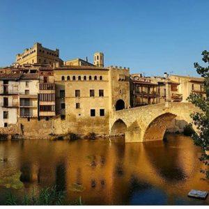 Pasear por las calles de Valderrobres es un regalo para los sentidos. ? ? ?? Gracias @wkcalle por tus preciosas fotos y por este #repost. Os invitamos a visitar su galería. ? ? ? ?? Síguenos y etiqueta tus fotos con el hashtag @MirAragon . . . · ? ? ? ?? Valderrobres (Teruel) ? ? ? #valderrobres  #Teruel  #Aragón  #matarraña #casabiescas #montañas #naturaleza  #pueblo  #nature  #arquitecturamedieval  #miraragon  #tourism  #town #rural  #medieval  #paisaje #trekking #travel #viajar #hiking #architecture #landscape  #adventure #España  #winter #Spain #wanderlust #capture #alojamientosalcañiz
