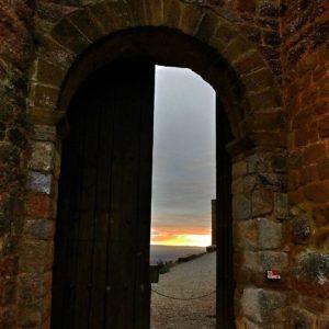 Se divisa ya el 2018 lleno de luz y de magia Bienvenido  La imagen, lo dice todo como nunca antes has visto Valle Aisa. ? ?? Gracias @2mrs por tus preciosas fotos y por etiquetarnos. ? ??Os invitamos a visitar su galería. ? ?? Síguenos y etiqueta tus fotos con el hashtag @MirAragon . . . · ? ?? Aragon ? #rinconesdelpirineo  #instaordesa  #valledetena  #pyrenees  #mountains #pirineos  #pirineoaragones  #casabiescas #montañas #naturaleza  #igersordesa  #miraragon  #colacaballo  #ainsa  #paisaje  #amantesdelanaturaleza  #travel  #viajar  #aventuras  #cielo  #alairelibre  #deviaje  #naturaleza_spain  #loves_nature  #trailrunning #inspire  #aragon  #loves_aragon #world_spain #españaenpaisajes